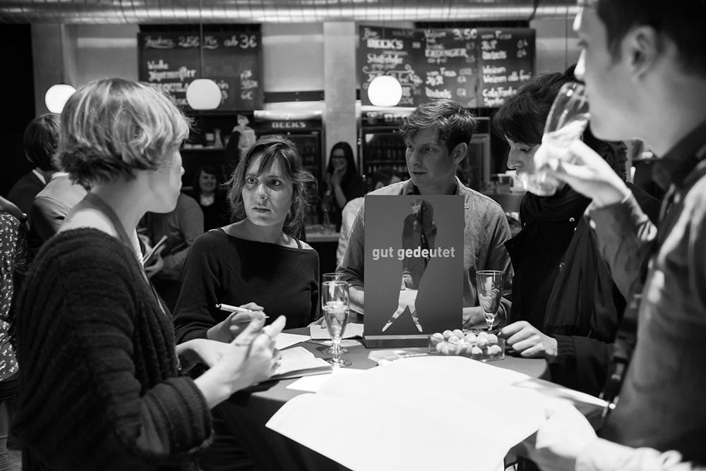 Lisa Rölleke, Svenja Klüh, Alexander Scholz, Sarah Ben Hardouze, Matthias Wannhoff v.l. © Duisburger Filmwoche, Foto: Simon Bierwald
